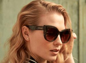 Dimissionsgave solbriller til hende